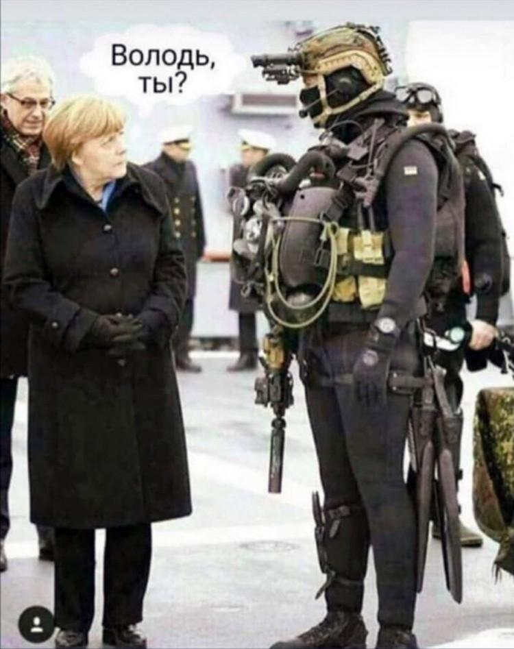 Фото президента в защитном костюме стало хитом соцсетей. Народ тут же начал придумывать шутки и мемы