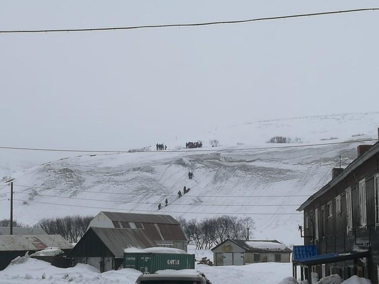 Большая часть эвакуировалась на высокие сопки.