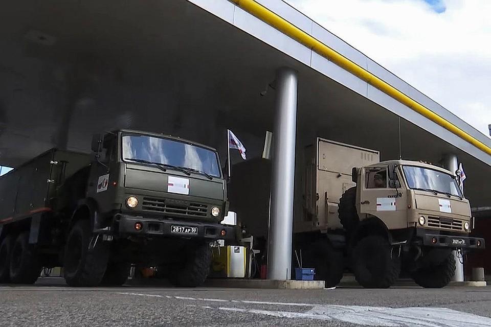 Наши военные Камазы на итальянской заправке. Фото: Министерство обороны РФ
