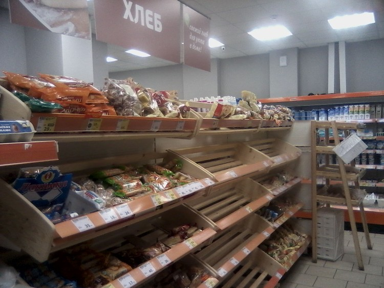 Вслед за гречкой в магазинах исчез хлеб