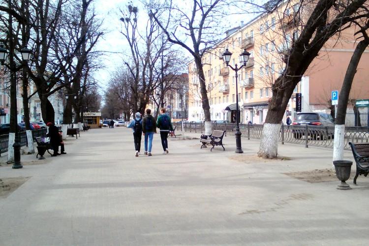 Беззаботные школьники на бульваре Радишева