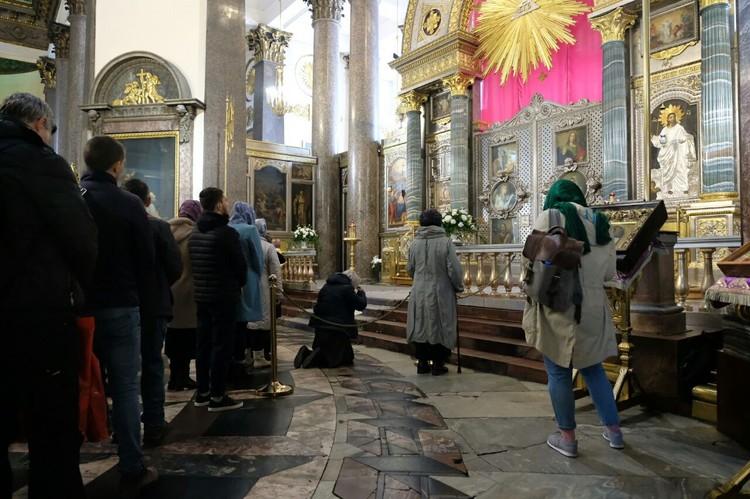 Православные Петербурга отмечают родительскую субботу