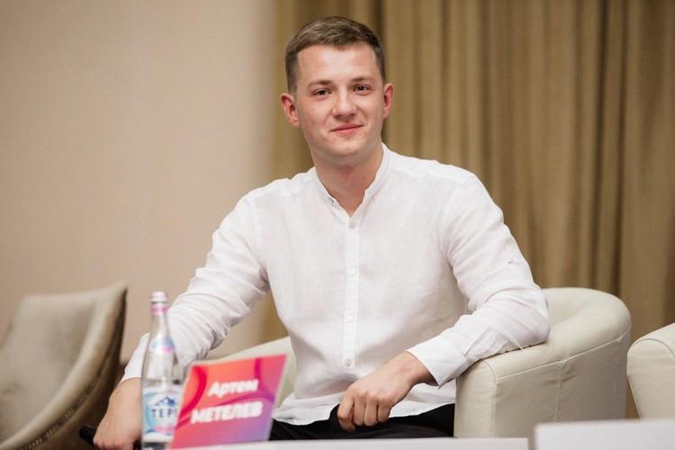 Председатель совета Ассоциации волонтерских центров Артем Метелев.