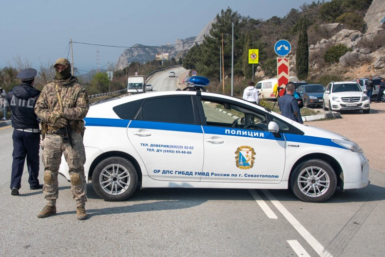 Один из блокпостов на въездах в Севастополь