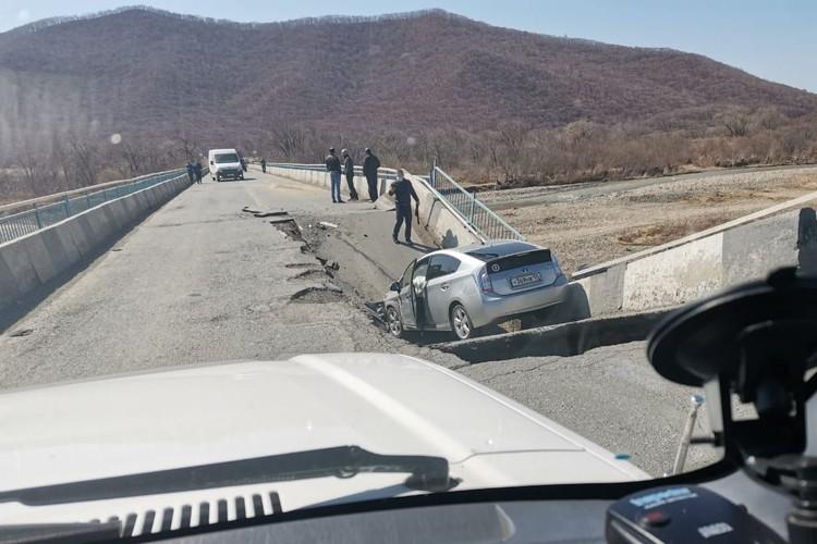 ЧП произошло на мосту через реку Суходол. Фото: предоставлено очевидцами