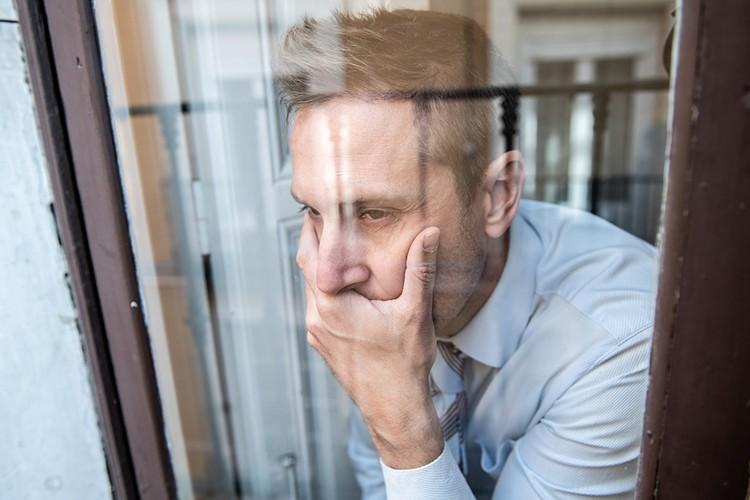 Пребывание в изоляции может вызывать у людей тоску, пониженный фон настроения, подавленность, ощущения одиночества и ненужности