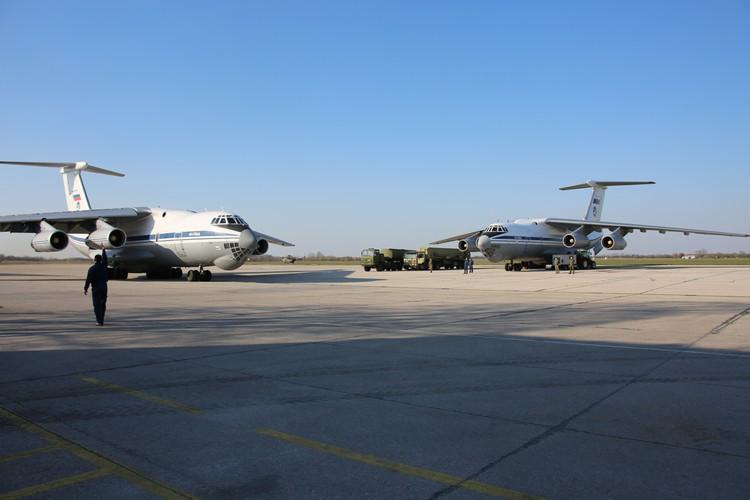 Каждый транспортный Ил-76 с оборудованием и специалистами на борту в воздушном пространстве Сербии встречали и сопровождали истребители МиГ-29 ВВС и войск ПВО республики.