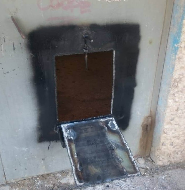 Как долго жильцам сидеть за железной дверью с малым окном в мир, пока никто не сказал...