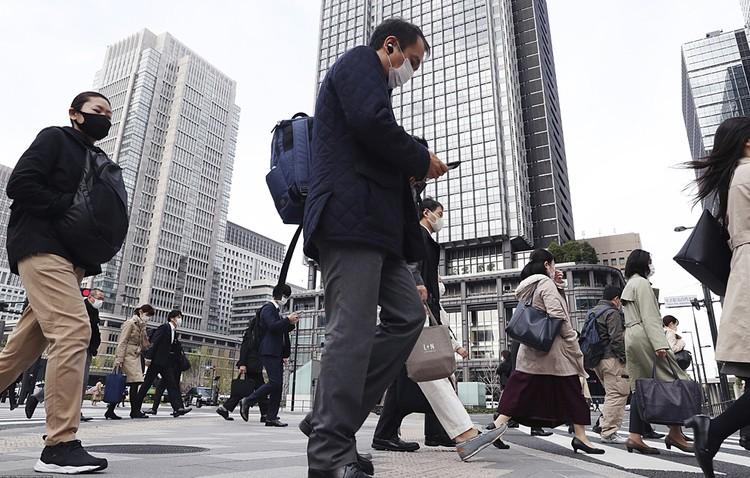 Всему миру ярко показали пустые улицы китайских мегаполисов, больницы Нью-Йорка, караваны военных грузовиков с трупами из Италии, но не показывают улиц Японии