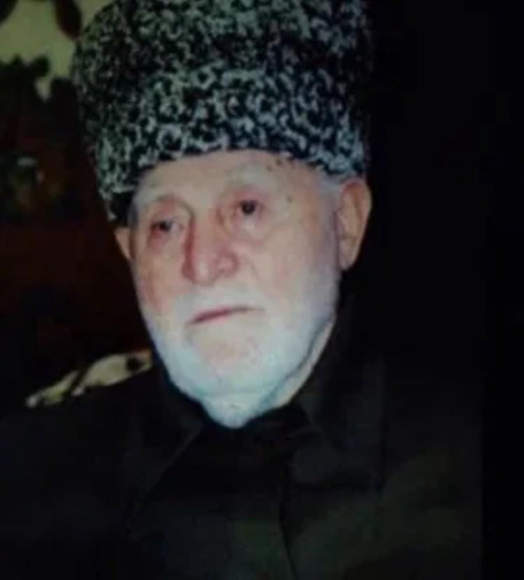 Богослов Усман-Мулла Муцольгов запретил родным мстить за смерть сына. Слово главы семейства блюли до его смерти