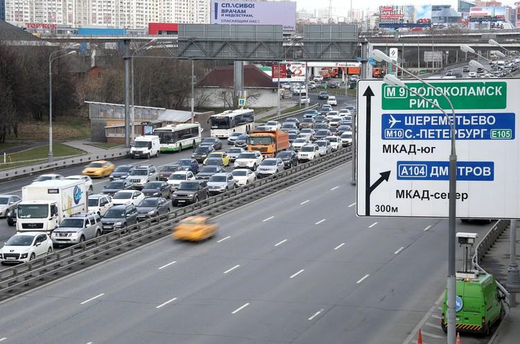 Пробка при въезде в столицу на Ленинградском шоссе. Фото Валерий Шарифулин/ТАСС