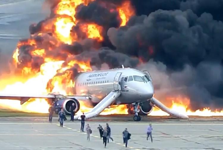 40 пассажиров и один бортпроводник не сумели выбраться из огня. Фото: СК РФ/ТАСС
