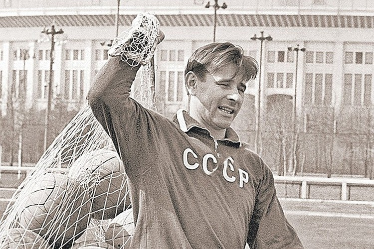 В этом году - ровно 30 лет, как умер величайший вратарь Лев Яшин