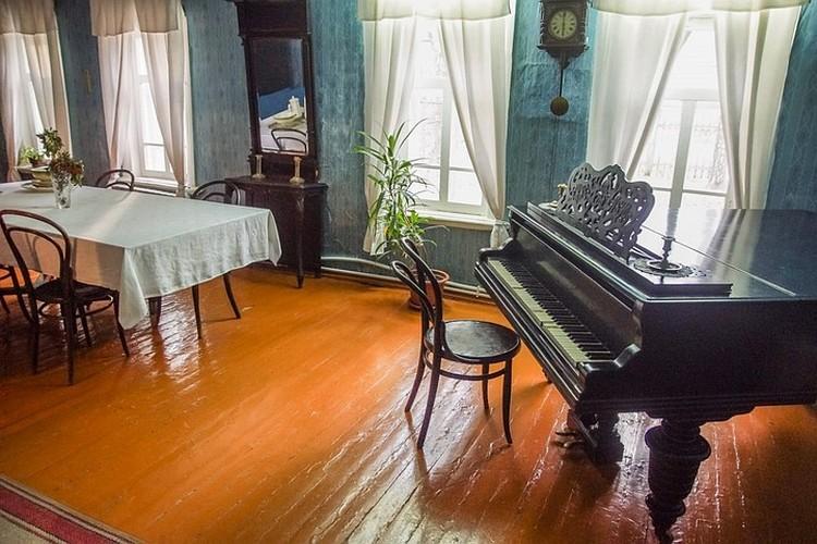 Играть на рояле очень любила мать Володи Ульянова