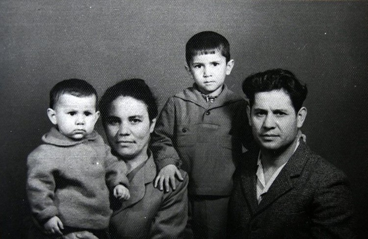 Нури Абибуллаев с женой и детьми. Ташкент. 1965 год. Фото из личного архива
