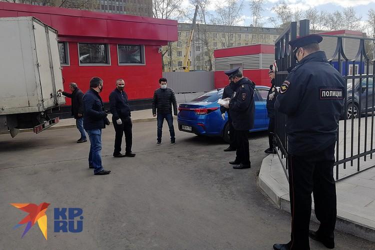 Раздачу продовольствия контролирует полиция ОВД «Рязанский» — чтобы не было беспорядков