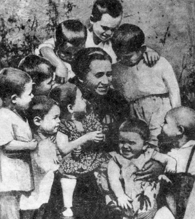 Мама с малышами, которых она вытаскивала буквально с того света