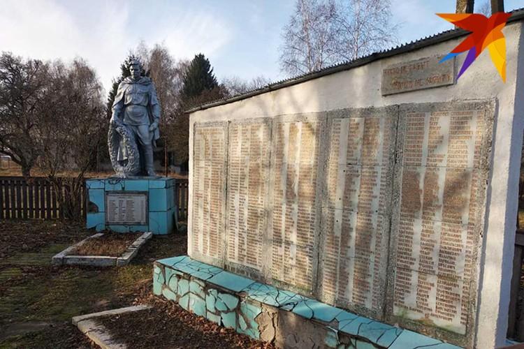Многие памятники нуждаются в ремонте. Фото: Л.Жуков