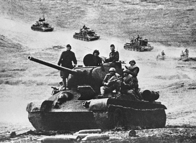Сначала немецкие танки по огневой мощи до поры превосходили наши Т-34 (пока на нем не появилась гораздо более мощная пушка)