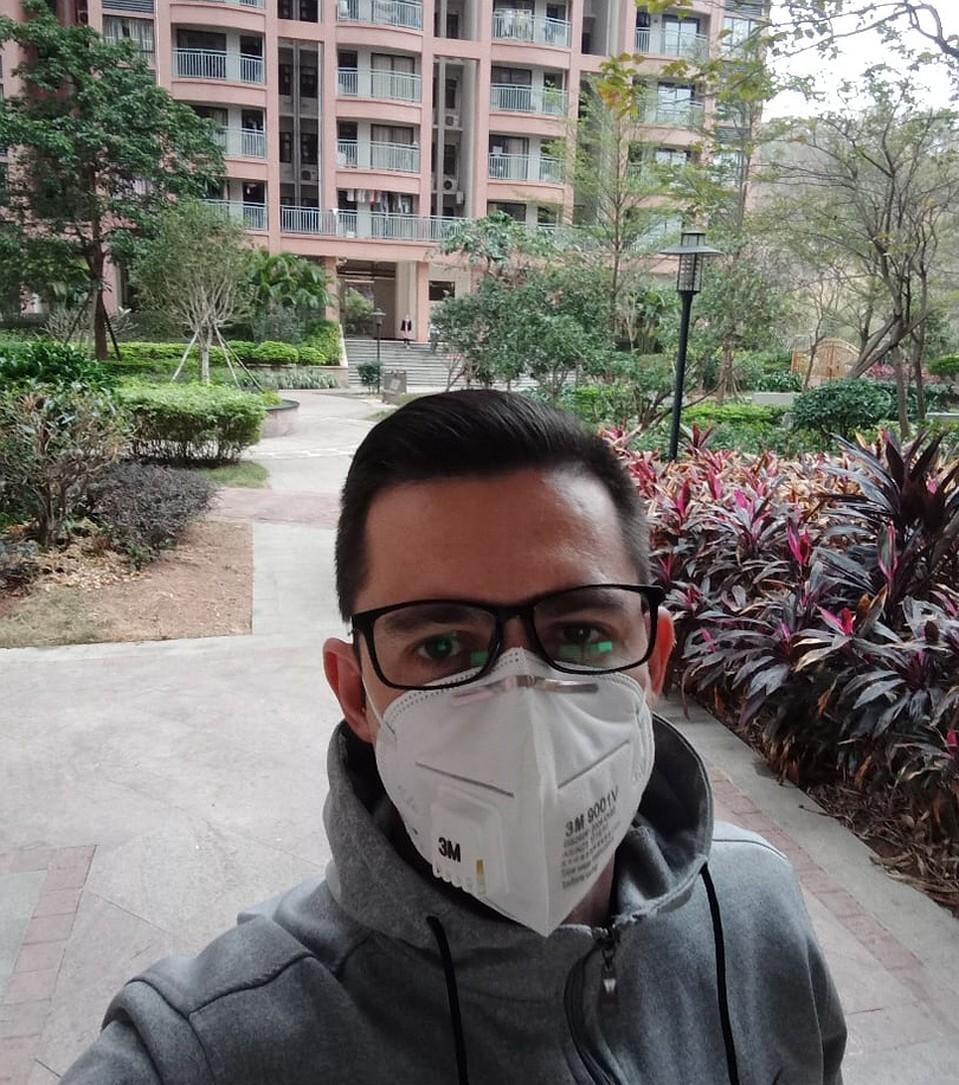 Только сейчас Артем осознал, насколько здесь красивый двор. Фото: vk.com/idsaddam_11