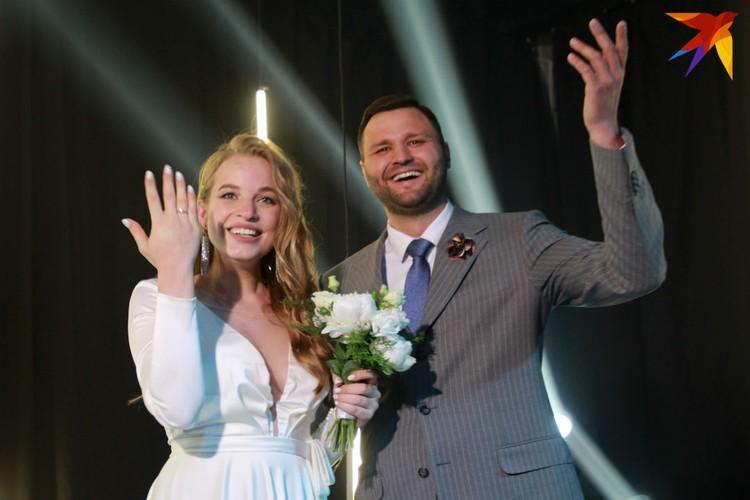 Невеста не ожидала, что фотосессия в свадебном платье обернется бракосочетанием.