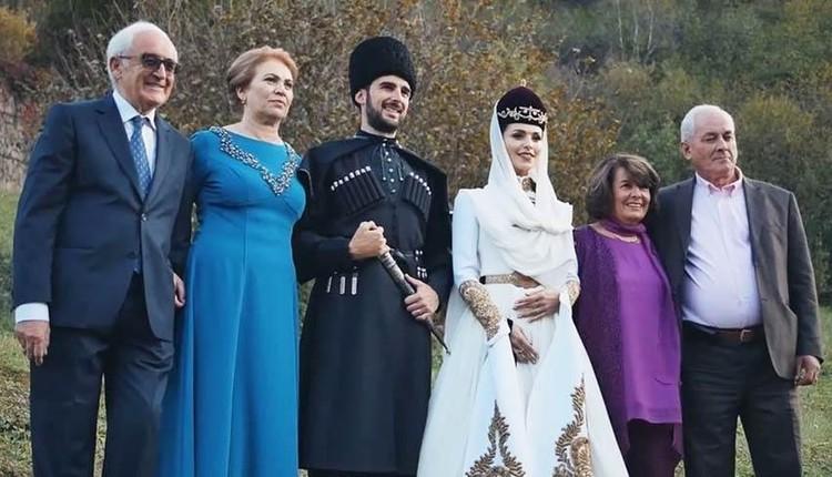 Сати Казанова с мужем итальянцем и родителями.