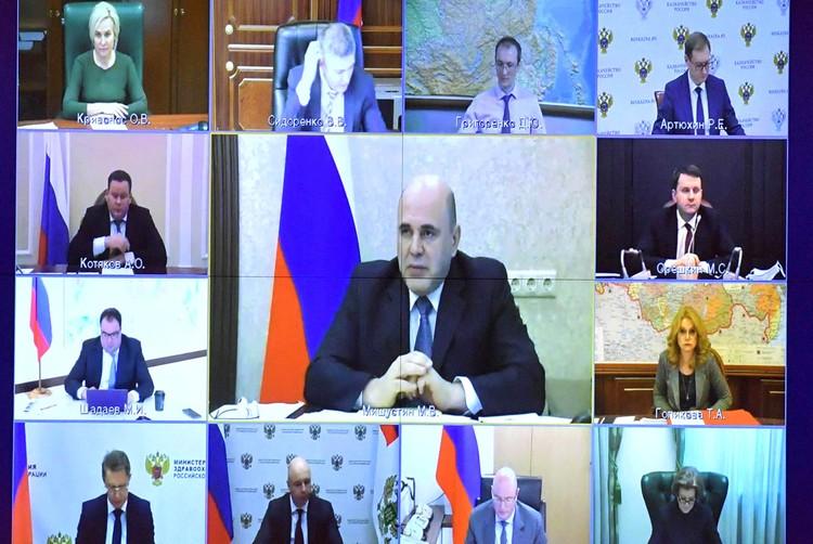 Премьер-министр РФ Мишустин провел совещание о стимулирующих выплатах работникам медицинских организаций. Фото: Александр Астафьев/ТАСС