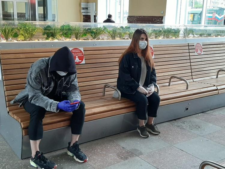 На вокзале полный порядок - сюда без маски и перчаток даже не пустят.