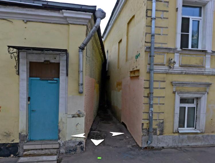 """Эту щель между домами москвоведы называют """"Памятником жадности"""""""