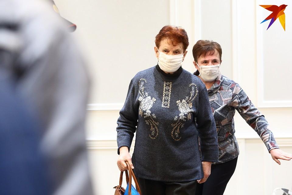 Мама убитой, Вера Петровна Гордиевич (на переднем плане), говорит, что ее жизнь разделилась на две части после смерти дочери. Фото: Святослав ЗОРКИЙ