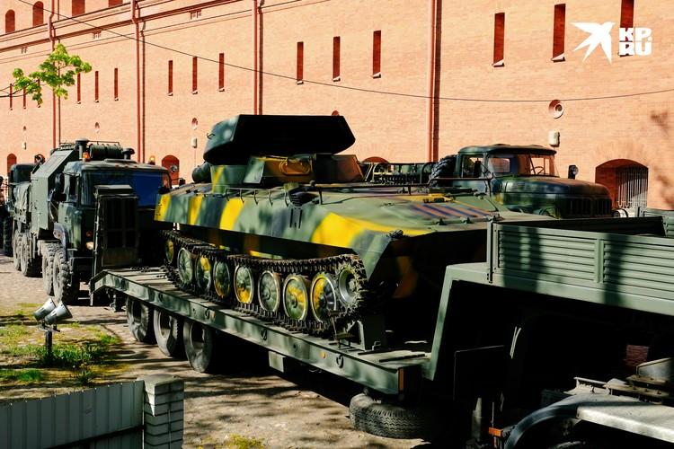 Это же танк! - Воскликнет обыватель, увидев эту установку разминирования УР-77.