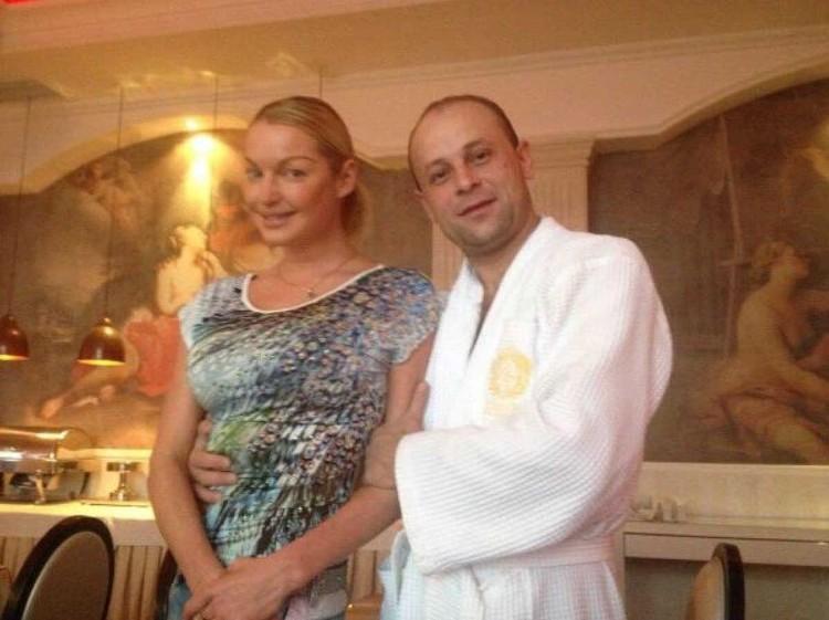 Фоменко уверяет, что на этом фото у Анастасии уже виден беременный животик. Фото: Личный архив.
