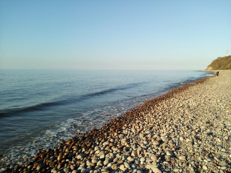Берег в районе Рыбного. Еще пять лет назад здесь был песок.
