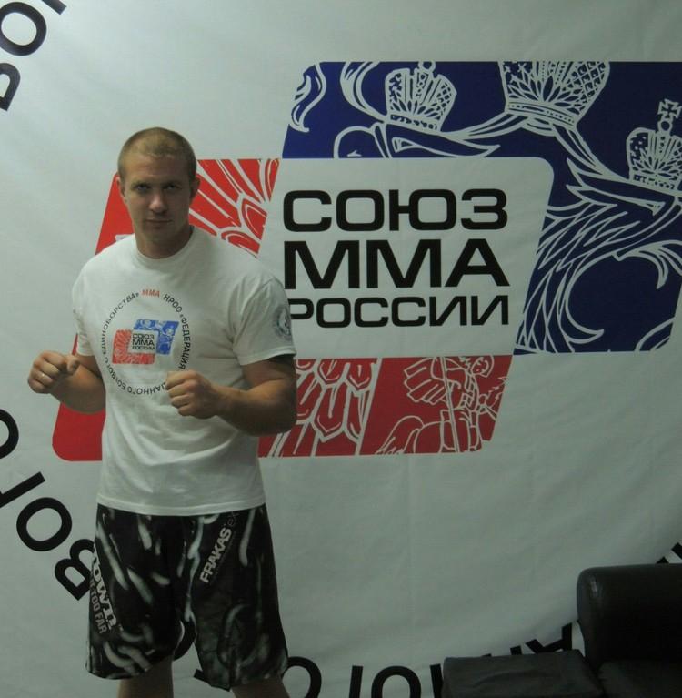 Дмитрий не собирается проводить тренировки, пока зал не откроют официально. Фото: личный архив.
