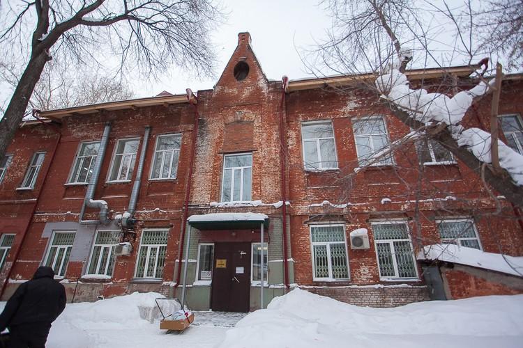 Корпус ГИКБ №1 был построен в 1915 году, но стоит до сих пор. Фото: Виталий ЭЙГЕРИС, предоставлено Музеем города Новосибирска.