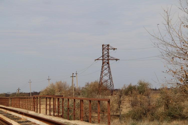 Эти проржавевшие ЛЭП в Армянске когда-то передавали свет в Крым из Украины