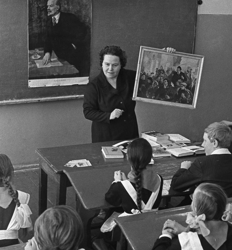 Саратовская область, 1974 год. Воспитание юных ленинцев на школьном уроке. Фото: Юрий Набатов /Фотохроника ТАСС