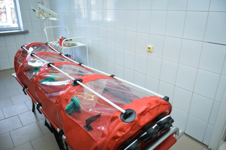 В таких капсулах доставляют больных коронавирусом.
