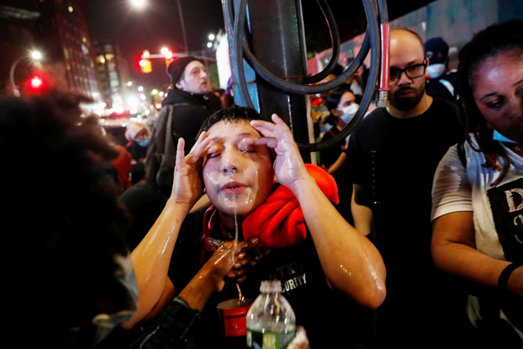 В Нью-Йорке активисты в известном «нехорошем районе», Бруклине, захватили полицейский участок