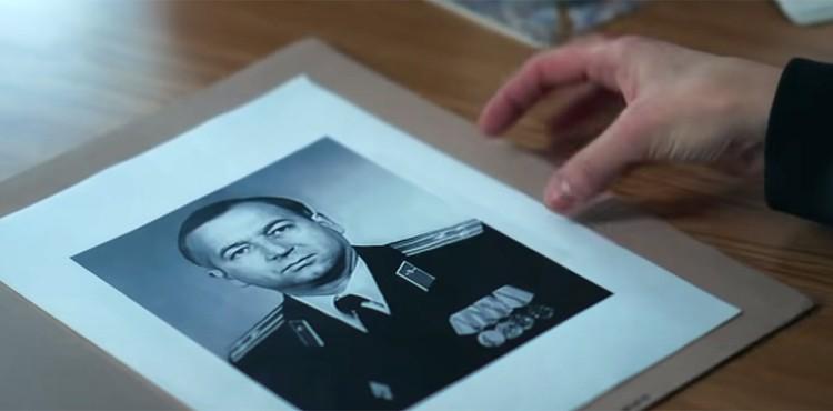 Промелькнувшее в трейлере сериала фото Сергея Скрипаля. Фото: кадр из сериала