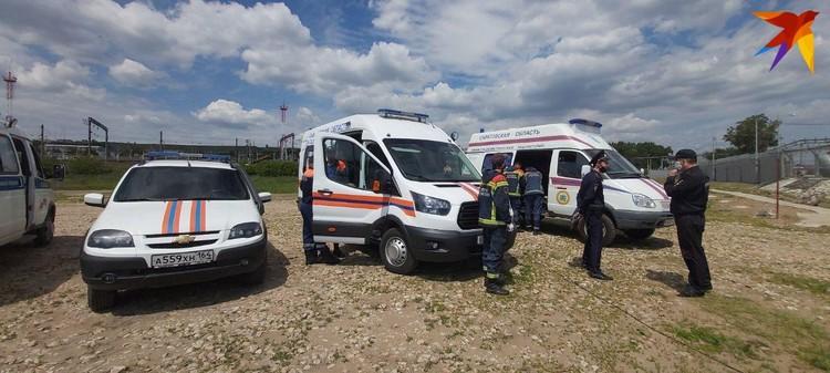 Идут работы по локализации пятна. Фото Саратовской областной службы спасения