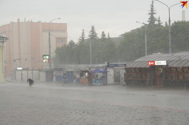 На Гомель обрушился ливень, а когда дождь прошел, пикеты возобновились