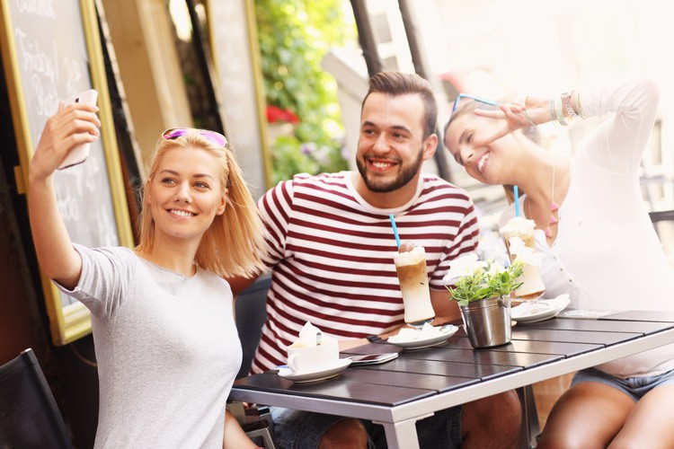 Кофеин блокирует действие диуретического гормона, который отвечает за удержание жидкости в организме.