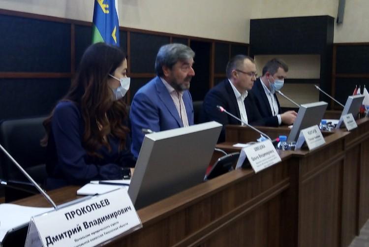 Геннадий Чеботарев (в центре) был участником Конституционного совещания в 1993 году