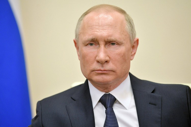 В финале своей статьи Владимир Путин напомнил о важности проведения личной встречи лидеров пяти ядерных государств мира.