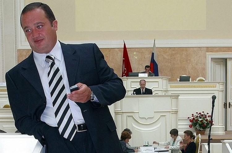Денис Волчек сейчас в СИЗО, его задержали сотрудники ФСБ.