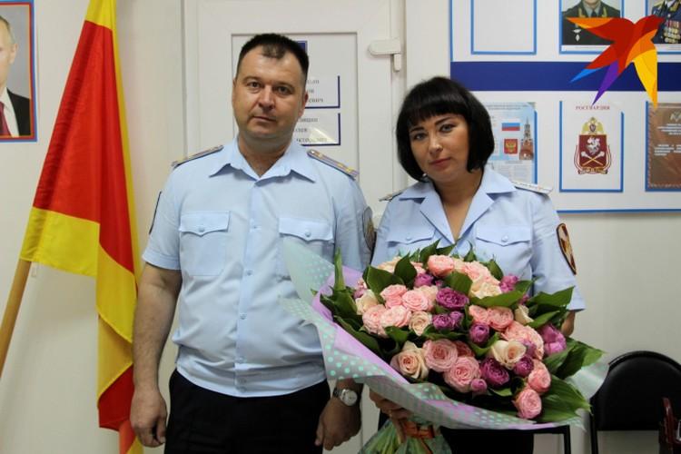 В конкурсе Елену Гусеву поддерживали коллеги, семья и начальник Сергей Безруков (слева)