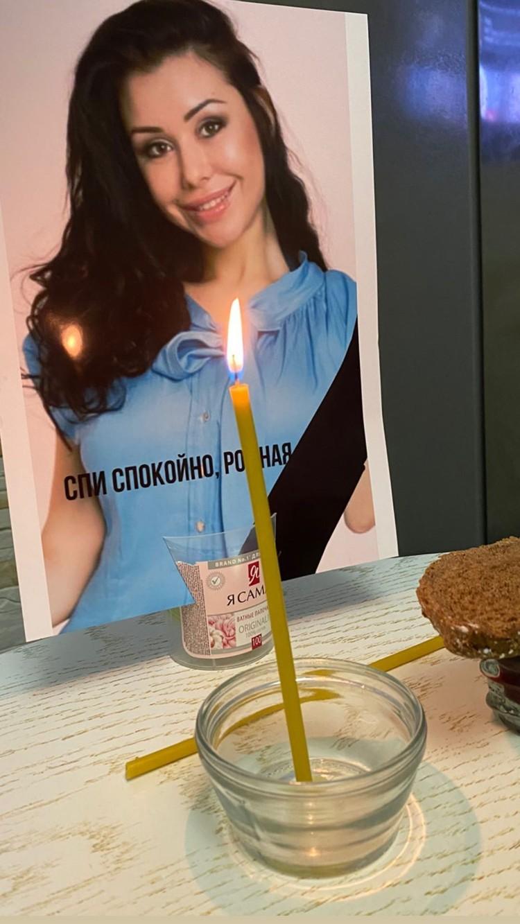 Подруга опубликовала фотографию Верди в траурной рамке.