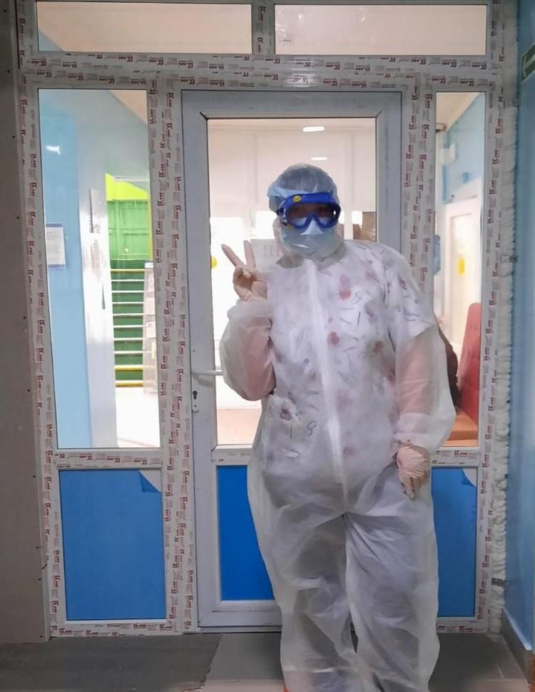 Рентген-лаборант в СИЗ. В таком костюме медработникам приходится проводить многие часы. Фото: предоставлено Ольгой Митрохиной