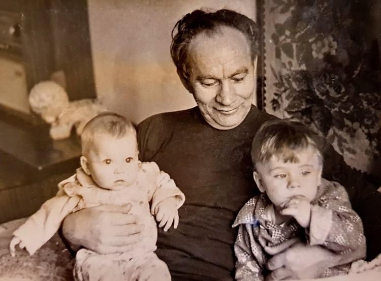 Внуки звали его дедулечкой. Фото из семейного архив